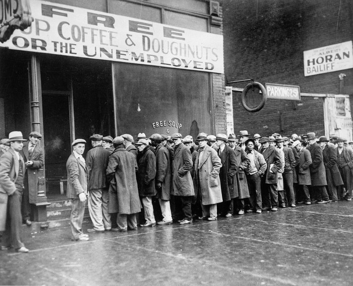 1327px-Unemployed_men_queued_outside_a_depression_soup_kitchen_opened_in_Chicago_by_Al_Capone,_02-1931_-_NARA_-_541927