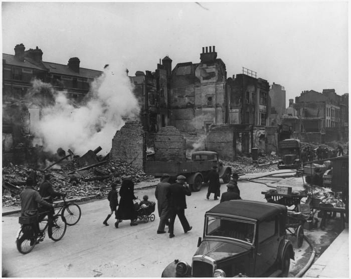 WWII,_London,_England_-_NARA_-_195566