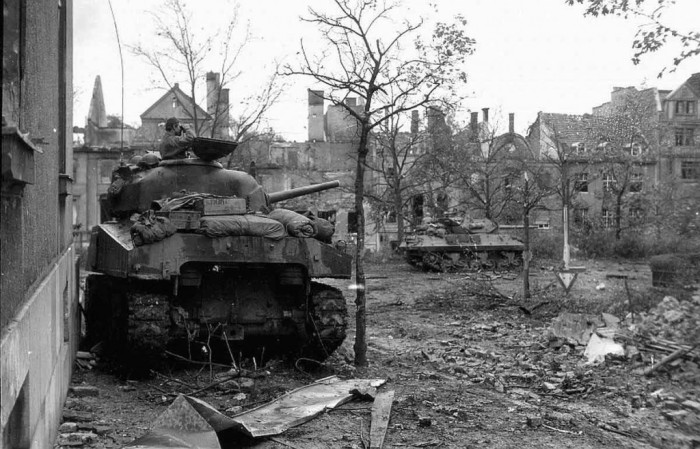Sherman-and-M10-Aachen-1024x657
